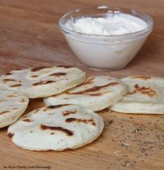 focaccine veloci senza glutine e lievito con formaggio spalmabile e origano. Facili, saporite e cotte in padella! Procedimento con e senza Bimby