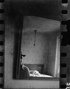 saul leiter… selfportrait, 1942                                                                                                                                                                                 Más