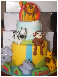 A 2 tier animal theme birthday cake for Eva&Leah! Happy birthday!For orders or enquiries,please email us at mail@myvanillapod.com