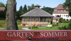 In Gutenbrunn dreht sich alles um den Gartensommer, speziell im Bühnenwirtshaus Juster! Gazebo, Outdoor Structures, Driveway Entrance, Places, Summer Recipes, House, Kiosk, Deck Gazebo