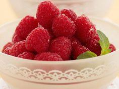 МАЛИНА ДЛЯ ЗДОРОВЬЯ http://pyhtaru.blogspot.com/2017/09/blog-post_33.html  Народные рецепты с малиной для здоровья!  Как известно таблетки аспирина можно заменить употреблением малины. Ведь из ягод и листьев малины и был получен аспирин.  Читайте еще: ================================== ПОЛЬЗА БРОККОЛИ ДЛЯ ЖЕНЩИН http://pyhtaru.blogspot.ru/2017/09/blog-post_37.html ==================================  В ягодах малины содержится большое количество витамина С и Р, что способствует укреплению…