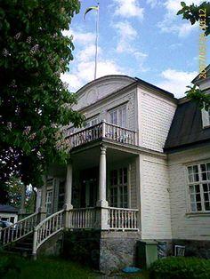 Villa Arneborg on Villagatan (my street) in Trosa