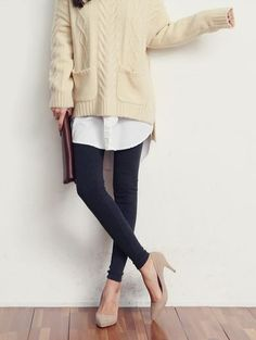 Oversized sweater white blouse with skinny jean and pointed heels