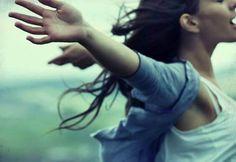 Cuando alguien nos trata mal tenemos tres opciones: reaccionar con inteligencia, dejarnos avasallar o reaccionar con agresividad. Te explicamos cómo hacerlo