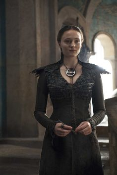 Sophie Turner as Sansa Stark in Game of Thrones Season 5 Game Of Thrones Dress, Game Of Thrones Sansa, Game Of Thrones Party, Game Of Thrones Cosplay, Game Of Thrones Outfits, Game Of Thrones Jewelry, Game Of Thrones Characters, Will Turner, Sophie Turner
