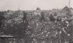 Caen, Le 9 juillet 1944 des hommes du 1st KOSB progressent dans les ruines à l'est du château.