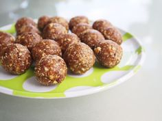 Bliss balls are one of my favourite alternatives when I am craving something sweet they also make the perfect little energy packed snack for the kids lunchbox. You only need to eat one (if you can stop at one) to enjoy the great sweet taste and get a natural energy boost and bonus goodness. Looking […]
