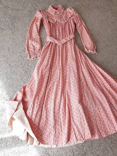 1800s Dresses, Victorian Dresses, Pioneer Dress, 1890s Fashion, Gibson Girl, Girls Blouse, Everyday Dresses, Stylish Outfits, Beautiful Dresses