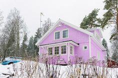 Ihana vaahtokarkkikoti! Älvsbytalon Suometar-talomalli. Cabin, House Styles, Home Decor, Decoration Home, Room Decor, Cabins, Cottage, Home Interior Design, Wooden Houses