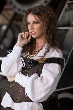 Model: Megan Coffey - starbuxx Designer: Karen von Oppen | KvO Design - Alternative Couture MUAHs: Eat Your Makeup Assistant:…