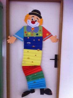 Pin by Angela Oliveira on Carnaval :D Carnival Decorations, Paper Christmas Decorations, School Decorations, Fall Crafts, Diy And Crafts, Arts And Crafts, Paper Crafts, Diy For Kids, Crafts For Kids