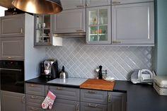 grey kitchen, ikea bodbyn