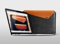 Keep your MacBook safe with this Mujjo Sleeve.