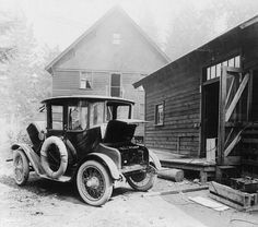 Charging an electric car in 1905 - some things haven't changed in 110 years.