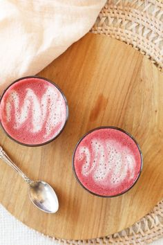 Velvet Beetroot Latte - the perfect bevvy for when all you have is a mug, some water, and milk - no fancy blenders needed! Plus - caffeine free, vegan, low sugar + dairy free. Weight Loss Snacks, Weight Loss Diet Plan, Healthy Weight Loss, Weight Gain, Healthy Food, Eggs Low Carb, Coconut Oil Weight Loss, Beetroot Powder, Latte Recipe