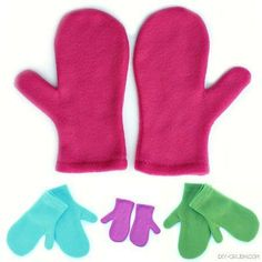 The easiest mittens you will ever sew. Free fleece mitten sewing pattern at DIY Crush