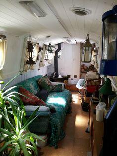 Houseboat Interiors Ideas - The Urban Interior Canal Boat Interior, Narrowboat Interiors, House Boat Interiors, Canal Barge, Houseboat Living, Houseboat Ideas, Houseboat Decor, Campervan Interior, Tiny House Movement