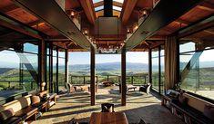 Ovid Winery, em Napa, Califórnia. Projeto por Backen Gillam Kroeger Architects.  #arquitetura #arte #art #artlover #design #architecturelover #instagood #instacool #instadesign #instadaily #projetocompartilhar #shareproject #davidguerra #arquiteturadavidguerra #arquiteturaedesign #instabestu #decor #architect #criative #photo #decoracion #glass #landscape #vidro #paisagem #ovidwinery #napa #california #backengillamkroegerarchitects