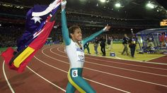 Cathy Freeman again ran a lap of honour carrying the Australian and Aboriginal Flags at the Sydney 2000 Olympic Games, after winning Gold in the Women's 400 meters Finals. Aboriginal Flag, Aboriginal History, Aboriginal People, Olympic Venues, London Olympic Games, 2000 Olympics, New Zealand Flag, Indigenous Education, Australian Flags