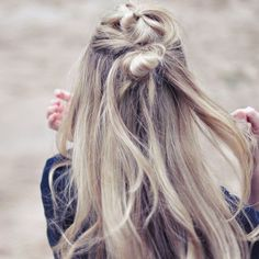 Follow this simple hair how-to for the perfectly messy boho Summer hair style!