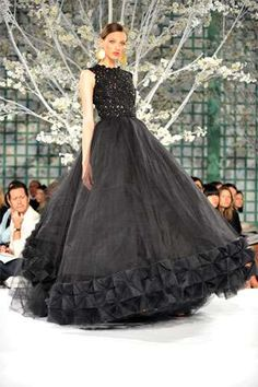 Inauguration Ball Gowns - Oscar de la Renta Pushes For Edgier Designs For Hillary Clinton (GALLERY)