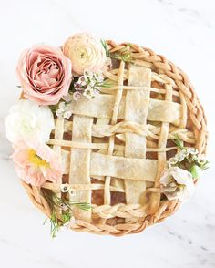 Formal Wedding Pie With Flowers And Lattice Detail. Decked Out In Flowers And A Braided Crust, A Beautiful Wedding Pie Like This Will Make The Reception Guests Forget All About A Cake. Bbq Dessert, Dessert Recipes, Cake Recipes, Dessert Tables, Apple Recipes, Slow Cooker Desserts, Cupcakes, Cupcake Cakes, Naked Cakes