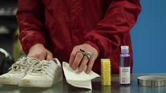 How to Clean Your Shoes with Jason Markk Essentials Kit. #Shoecleaner #clean #Shoes
