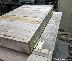 how to attach the lid to the wood cooler stand
