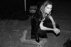 Erin Wasson en backstage du défilé Alexander Wang http://www.vogue.fr/mode/inspirations/diaporama/journal-de-la-fashion-week-printemps-ete-2014-a-new-york-jour-1/15079/image/819382#!erin-wasson
