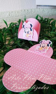Forminha de Doce Personalizada - Minnie  Pedido Minimo: 25 Unidades.  Prazo de Confecção de 15 a 40 dias úteis.  Por gentileza informa a data da festa. R$ 0,78 Minnie Mouse Party, Mouse Parties, Baby Shower Desserts, Topper, Data, Baby Party, Grandchildren, Scrap, Silhouette