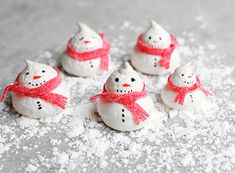 Holiday Baking: Snowman Meringue Cookies | Lonny.com