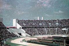 Aufmarsch verschiedener NS-Organisationen im Berliner Olympiastadion um 1940
