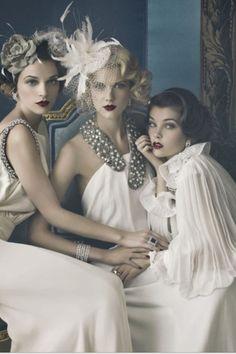 Vintage make up @Mariana Fung  ASI ES COMO NOS TENEMOS QUE PONER EL TOCADITO!!!!