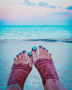 """Tuesday #toesday! Yesterday I booked flights for 3 countries in May/June. If you're joining me and @yogaandadventuresworldwide in #TulumMexico June 19-24 a henna session with me is part of the escape package! And if you're not joining me you should still try my organic #Rajasthanihenna. The stain is """"to dye for"""". Click @hennalounge for more info. #thehellyeslife #creativeescape #yogaretreat #tulumyoga #tulumbeach #henna #organichenna #certifiedhennaartist #hennapro #hennaartist #hennadesign…"""