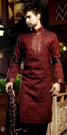 Stylish Pakistani Mehndi Grooms- Looking for latest style Groom Dresses? How should men dress up for Mehndi? Outfit Trends brings you some great ideas and trends for mehndi dresses this season. Mehndi Dress For Groom, Pakistani Mehndi Dress, Groom Wedding Dress, Wedding Outfits, Wedding Men, Kurta Pajama Men, Boys Kurta, Mens Indian Wear, Indian Wedding Wear