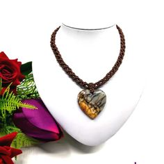 Barna makramé nyaklánc, szív alakú jáspis medállal | DombiAnita Ékszerek