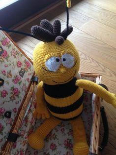 Und diese Biene die ich meine nennt sich Maja Kleine, freche, schlaue Biene Maja ........ Hier findet ihr eine Anleitung für den kleinen Willi.Endlich bekommt Maja ihren besten Freund. Er ist aus den 70er und hat daher mehr Haare und ist etwas fülliger