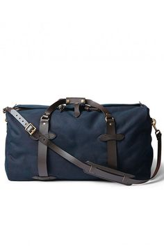 Rain-resistant, abrasion-resistant 22oz Rugged Twill and saddle-grade Bridle Leather make this duffle bag reliable for years of use. It has rustproof brass zipper and storm flap closure, with bound se