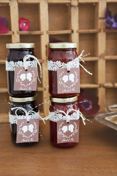 Finding and sharing the very best wedding inspiration from Bridal Make-up ,Wedding Hairstyles, real wedding photos to rustic wedding and DIY wedding ideas Jam Wedding Favors, Jam Favors, Homemade Wedding Favors, Diy Wedding, Rustic Wedding, Wedding Gifts, Wedding Cake, Party Favours, Wedding Ideas