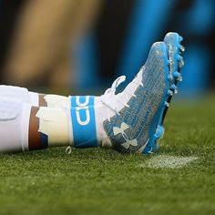 PHOTO: Cam Newton's Cleats Have Names Of His Teammates On Them   FatManWriting