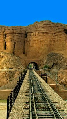 Rohri to Quetta railway track is the longest Railway gradient in the world, and most scenic Railway ride of Asia. This track passes through 20 tunnels and over 368 bridges. This track extends from Quetta to Turkey through Iran. Train Tunnel, Old Steam Train, Locomotive, Railroad Pictures, Bonde, Train Times, Railroad Photography, Train Pictures, Old Trains