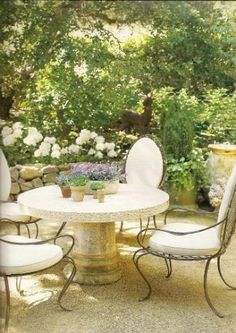 Beautiful Californian garden with limestone table and Rose Tarlow chairs