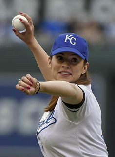 hayley atwell throwing the first pitch at the kansas city royals game Hayley Atwell, Hayley Elizabeth Atwell, Beautiful Celebrities, Beautiful Actresses, Beautiful Women, Peggy Carter, Hailey Baldwin, Haley Lu Richardson, Alexandra Daddario