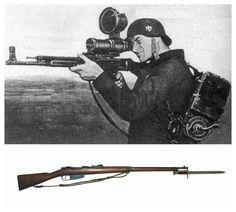 """WWII - Soldato tedesco con un cannocchiale per la visione notturna """"Zielgerät 1229"""", montato su un fucile d'assalto StG 44. Nome in codice: """"Vampir"""".(foto 1) Il Carcano Mod.91, cioè un fucile costruito nel 1891 ed usato nella 2°Guerra Mondiale dai soldati italiani. (foto 2)"""