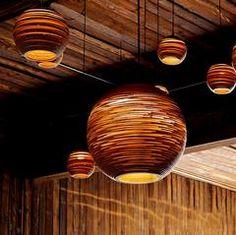 Luminaria Corrugated Board Pendant Light – Tudo And Co Modern Pendant Light, Pendant Lighting, Lighting Companies, Light Installation, Lamp Shades, Lighting Design, Light Bulb, Ceiling Lights, Wicker