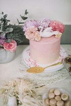 Swan cake.