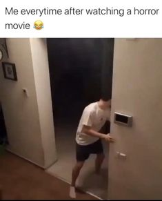 funny relatable memes hilarious videos \ funny relatable memes hilarious & funny relatable memes hilarious videos & relatable memes funny so true hilarious Crazy Funny Memes, Funny Video Memes, Really Funny Memes, Stupid Memes, Funny Relatable Memes, Haha Funny, Funny Jokes, Hilarious, Really Funny Pictures