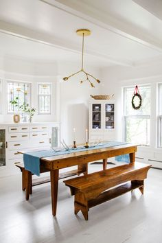 K Inside A Historic Tudor Home That S All Things Merry And White Family Dining Roomstudor