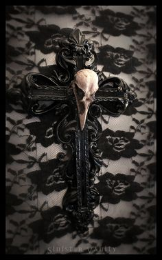 Gothic Cross Crow Skull Goth Ornate Wall Cross Decor i want to make this i need to find a DIY project for it