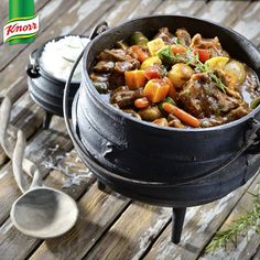 The perfect meal for a festive, outdoor family gathering – this beef & mushroom potjie is packed full of rich, meaty taste! Braai Recipes, Wine Recipes, Slow Cooker Recipes, Beef Recipes, Cooking Recipes, Recipies, South African Dishes, South African Recipes, Ethnic Recipes